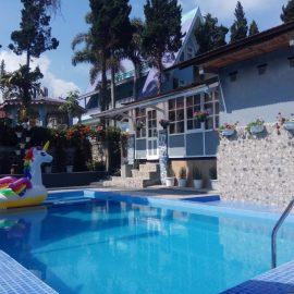 Villa Untuk Rombongan   Villa Lapangan Luas   Private Pool